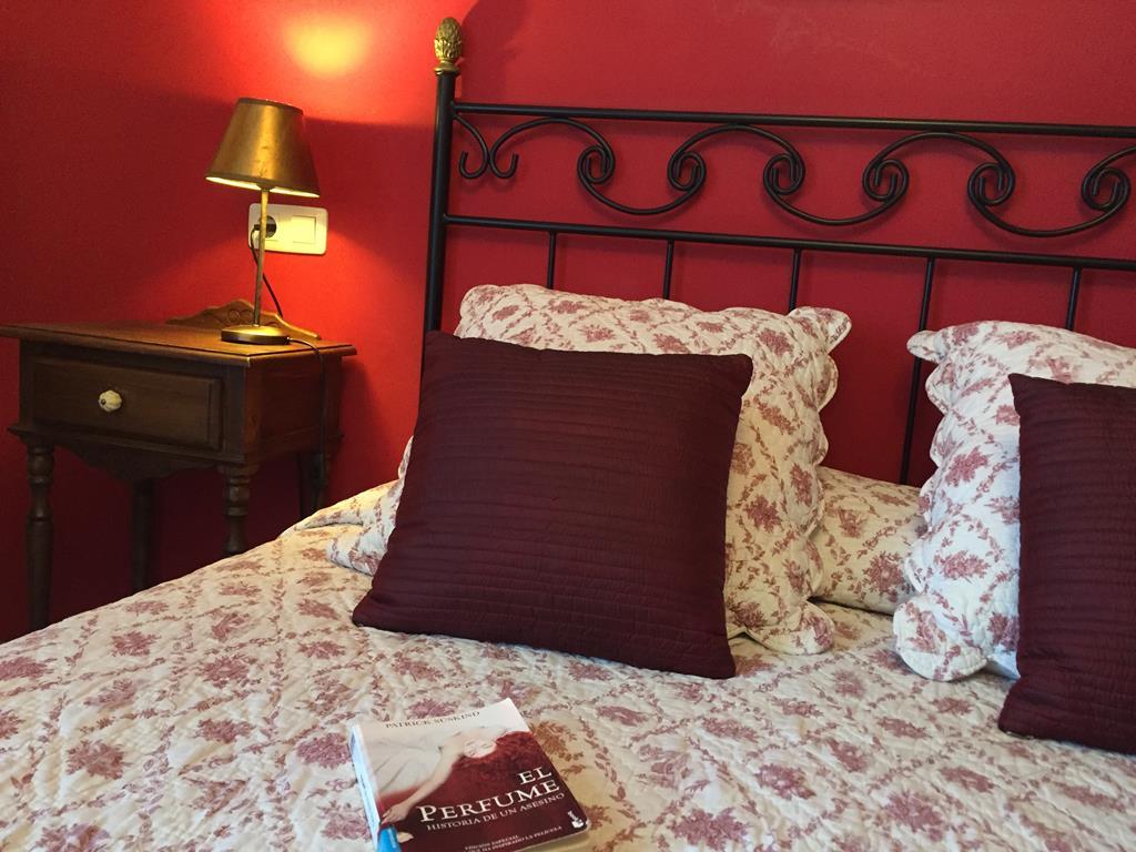 detalle-lectura-cama-habitación Portal de Zaragoza