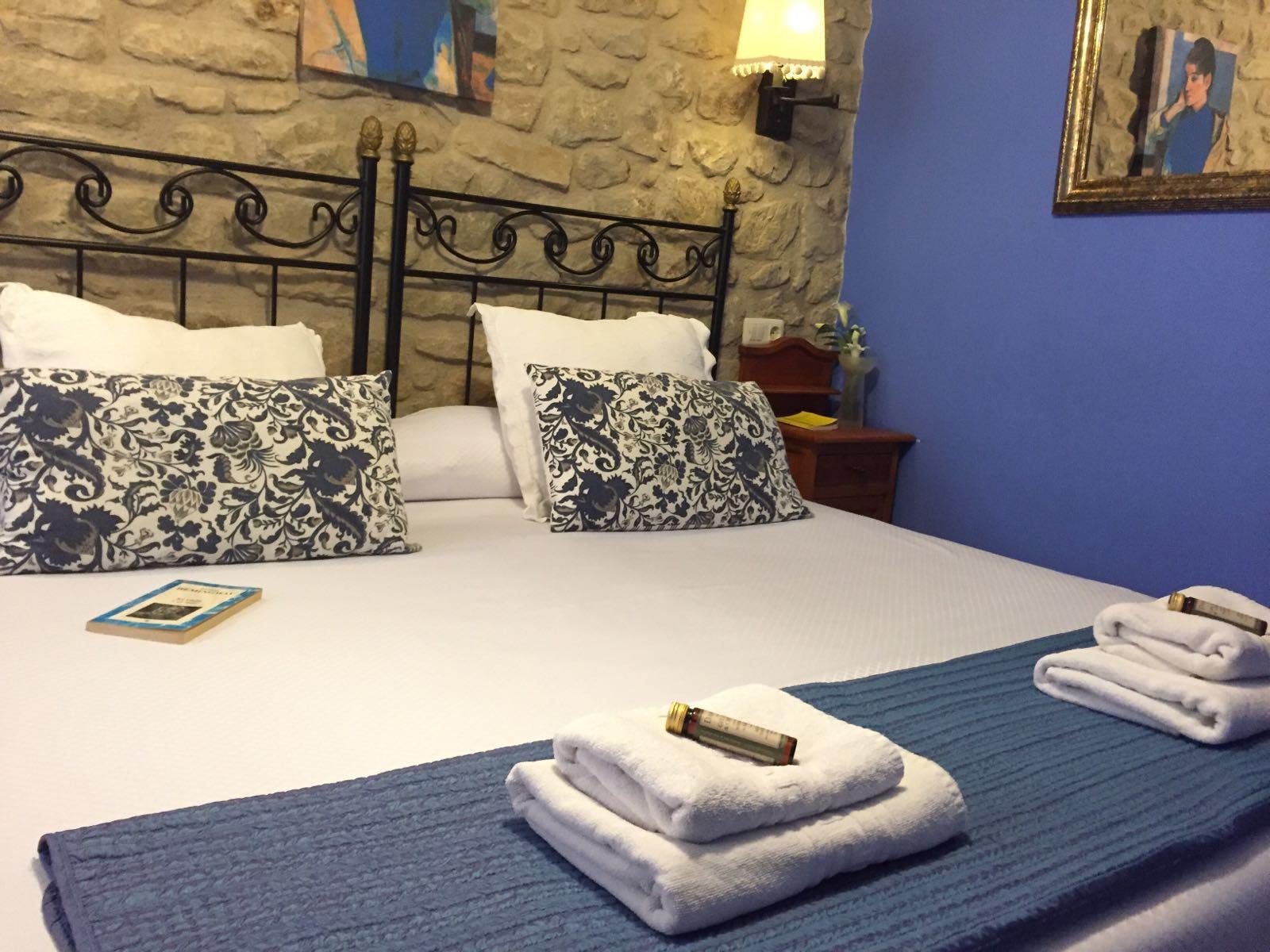 Roca Feliciana habitación doble Casa del Infanzón | bienvenida