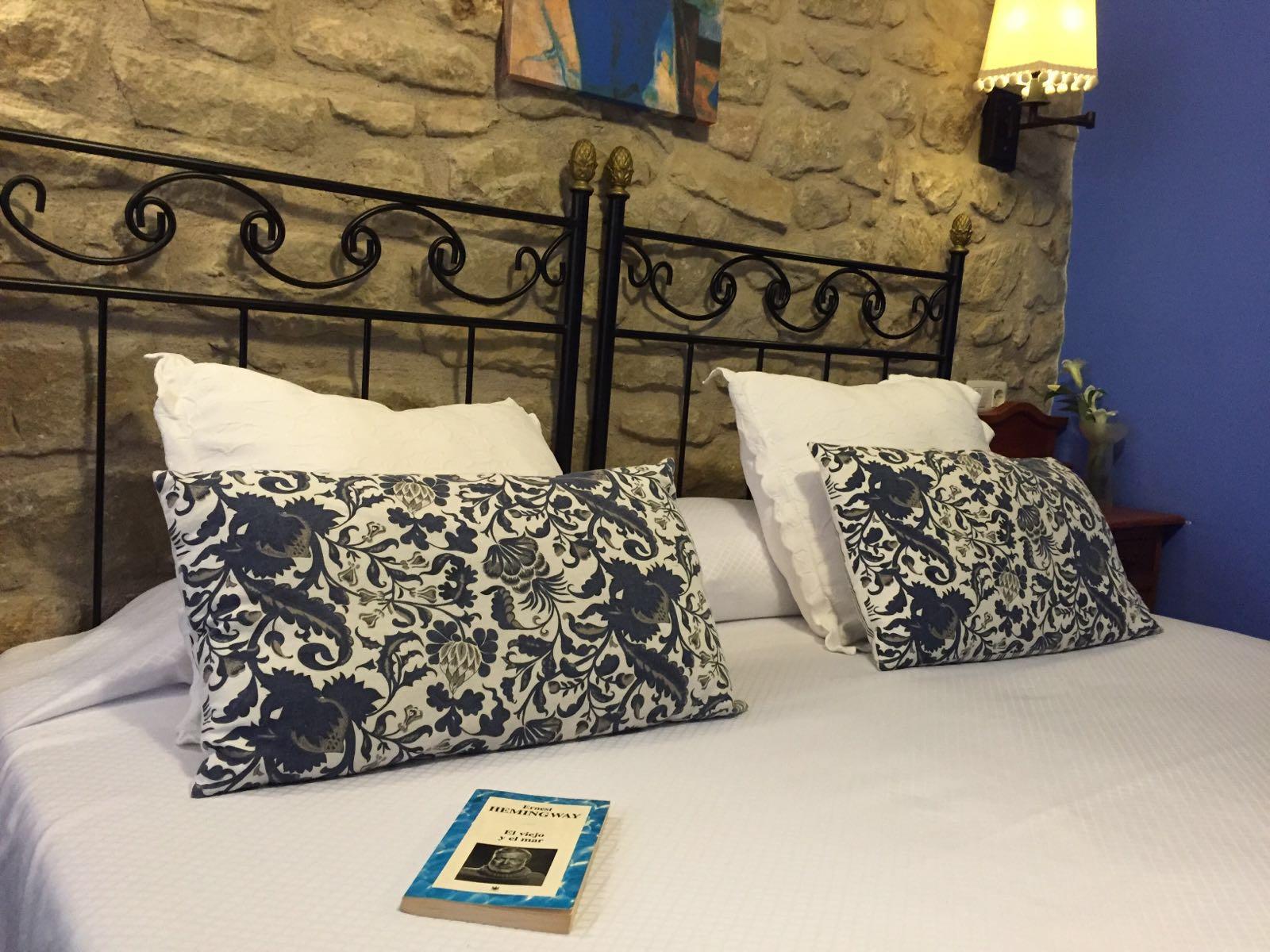 Habitación con libro en Casa del infanzón Sos Roca Feliciana